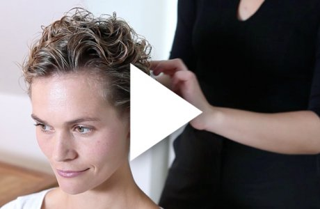 Natural short and curly wet-look